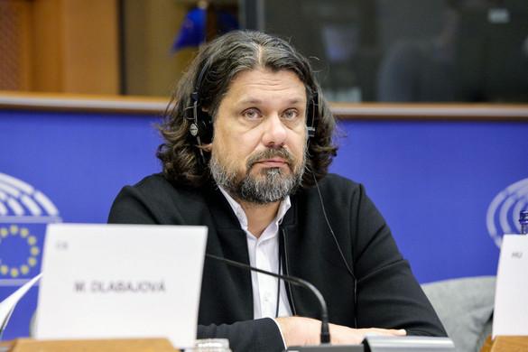 Deutsch Tamás: A boszorkányüldözésnek véget kell vetni