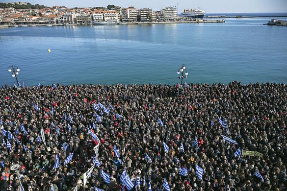 Dühösek a görög lakosok