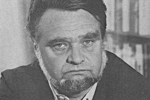 Gyurkovics Tibor fotóalbuma éslevelesládája
