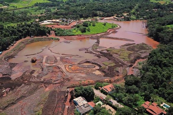 Brazil gátszakadás: gyilkosság a vád