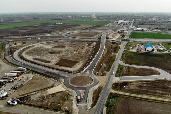 Újabb autópályák, korszerűbb közutak
