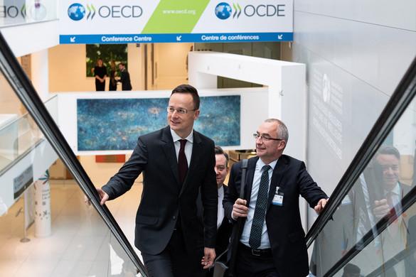 Magyarországnak nincs szüksége migrációra a sikeres gazdaságpolitikához