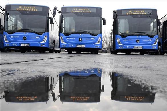 Tarlós által megrendelt új buszokat adott át Karácsony Gergely