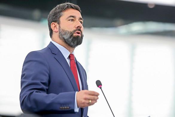 Hidvéghi Balázs: A Fidesz támogatja a 7-es cikk szerinti eljárás gyorsítását