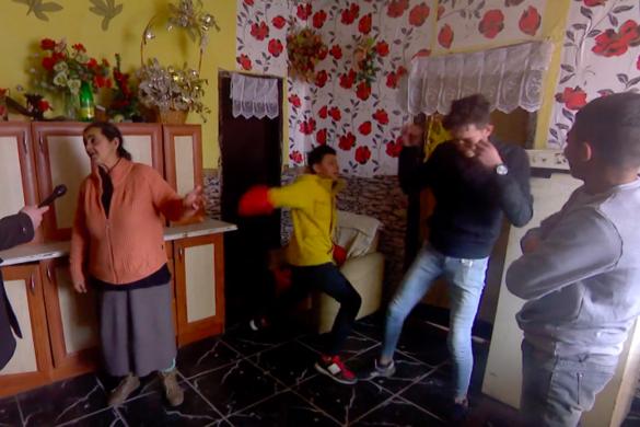 Itt a Facebook által letiltott videó a gyöngyöspatai romák kártérítési ügyéről