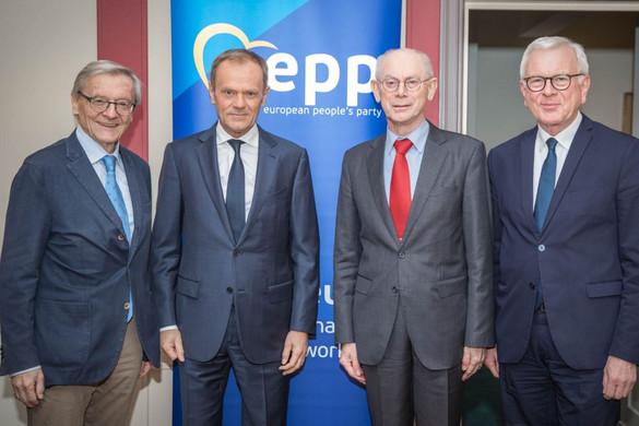 Elhalaszthatja az Európai Néppárt a Fidesz tagságáról szóló döntést