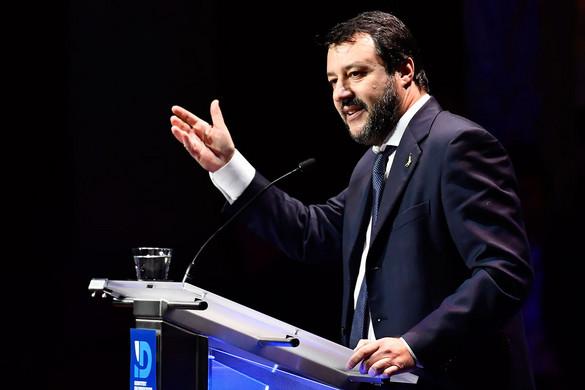 Megnyitná a kikötőket az olasz kormány a migránsok előtt