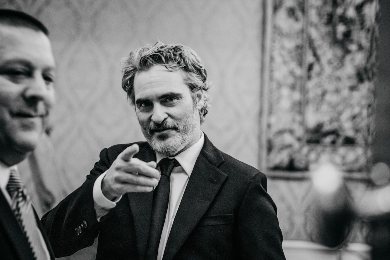 Joaquin Phoenix a Joker sztárja, állatvédő és vegán aktivista végig ugyanazt a Stella McCartney öltönyt viseli az egész díjátadó szezonben