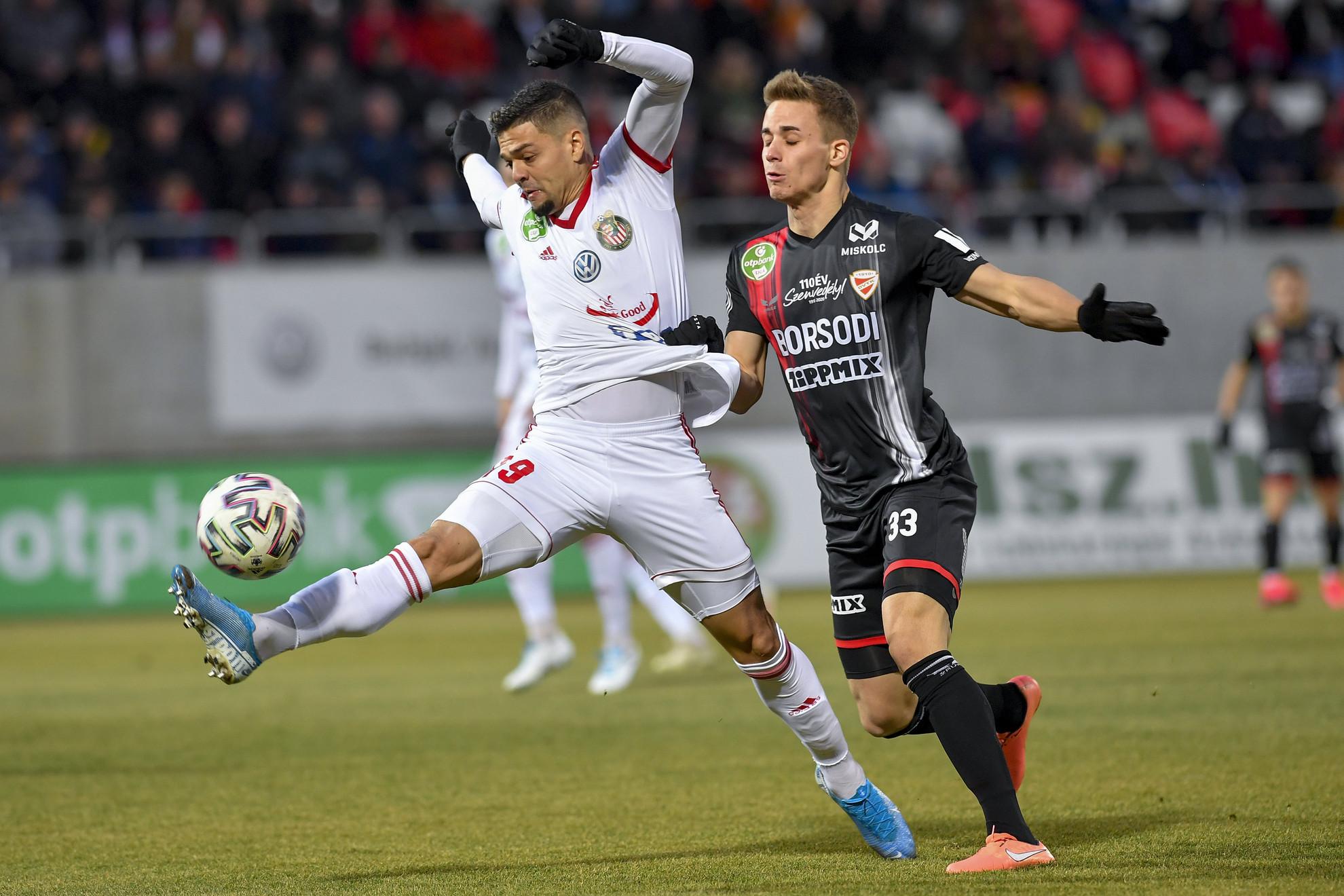 Fernando Viana Jardim Silva (b), a Kisvárda és Polgár Kristóf, a Diósgyőr játékosa