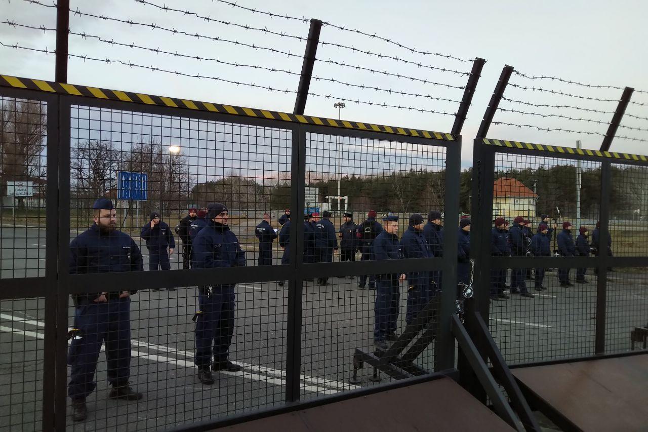 A szerb hatóságok útját állták a menetnek