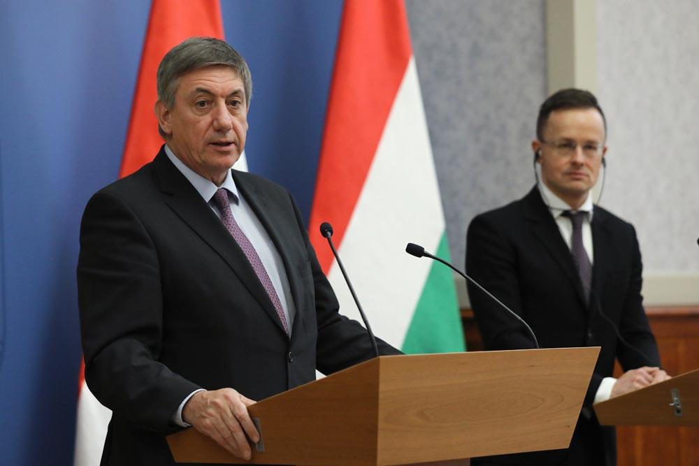 Jan Jambon, a flamand kormány miniszterelnöke beszédet mond Budapesten