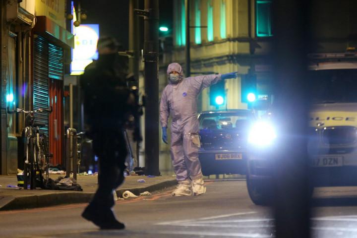 Terrorcselekményekért elítélt férfi késelt Londonban