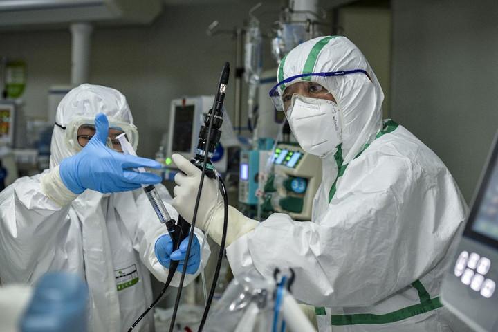 Koronavírus: Tovább csökkent a napi új fertőzöttek száma Kínában
