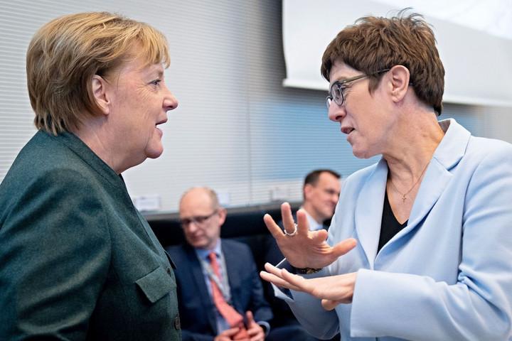 Megrengetheti a kormányt a CDU elnökének távozása