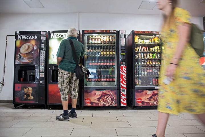 A magas díjak miatt csökkent az élelmiszer-automaták száma