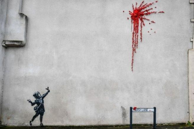 Megrongálták Banksy Valentin-napi falfestményét Bristolban