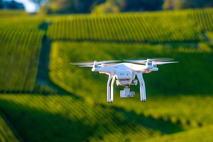 Palkovics: Kiemelkedő lehetőséget jelent a drónok felhasználása a gazdaságban