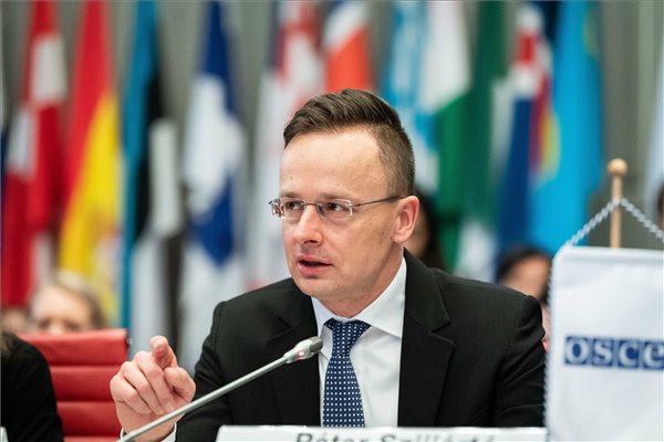 Szijjártó: Tarthatatlan, hogy az ENSZ csak a migrációra költ