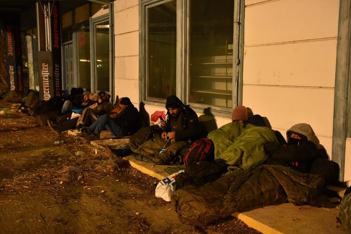 Megérkezett a magyar határra a migránsmenet