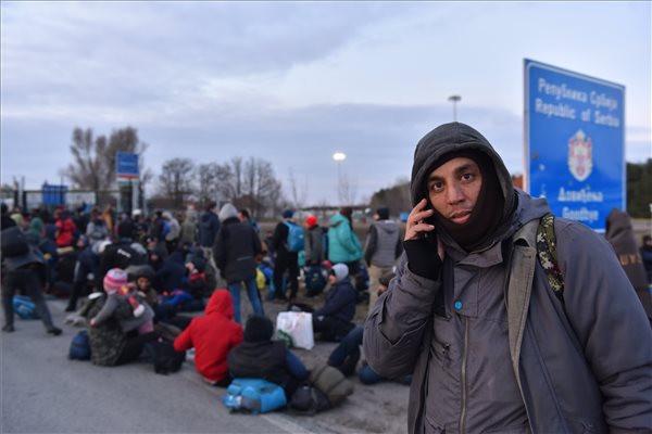 A magyar határra küldték a migránsokat