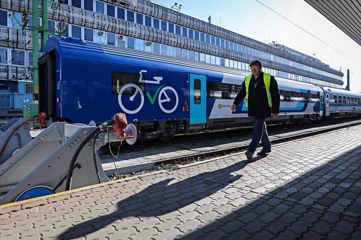 Belföldön az új InterCity kocsi