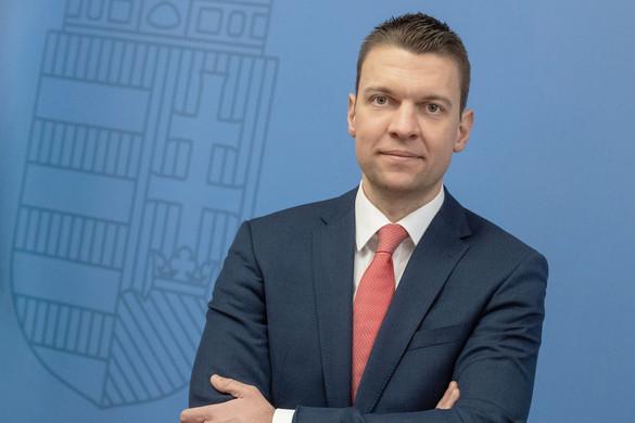 """""""A Momentum a Magyarországot támadó holland miniszterelnök oldalára állt"""""""