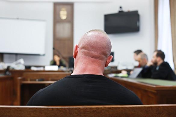 Négy év fogházra ítélték és véglegesen eltiltották a járművezetéstől M. Richardot