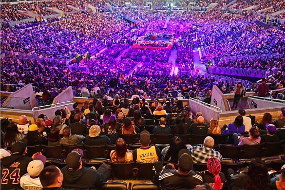 Több tízezren tisztelegtek Kobe Bryant emléke előtt az angyalok városában tartott búcsúztatón