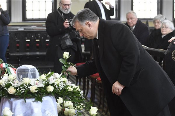 A Fasori református templomban búcsúztatták Makkai Ádámot