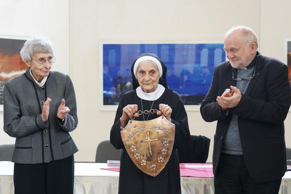 Imre Margit Ágota görögkatolikus szerzetes kapta az idei Hit pajzsa díjat