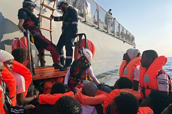 Harminc migránsnál mutatták ki a koronavírust egy szicíliai karanténhajón