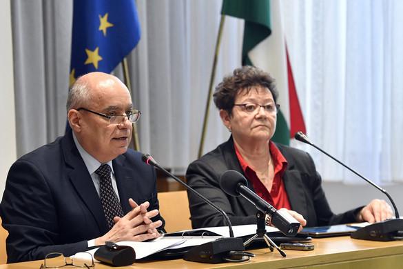 A budapesti és a debreceni repülőtéren is vizsgálják az Olaszországból érkező utasokat