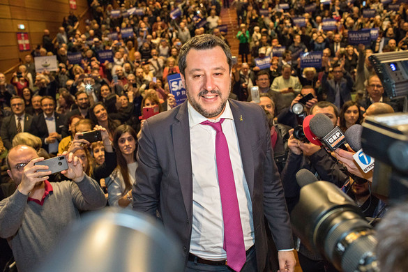 Kormányváltást sürgetett Renzi és Salvini