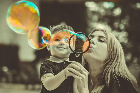 Rendhagyó május 1-jei rendezvényekkel és anyák napi köszöntésekkel készülnek országszerte