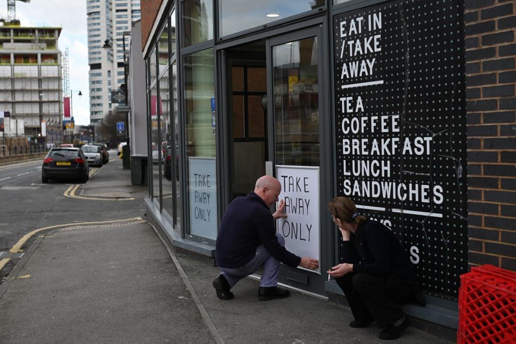 A brit vendéglátóhelyeken már csak elvitelre vagy házhozszállítással lehet ételt rendelni