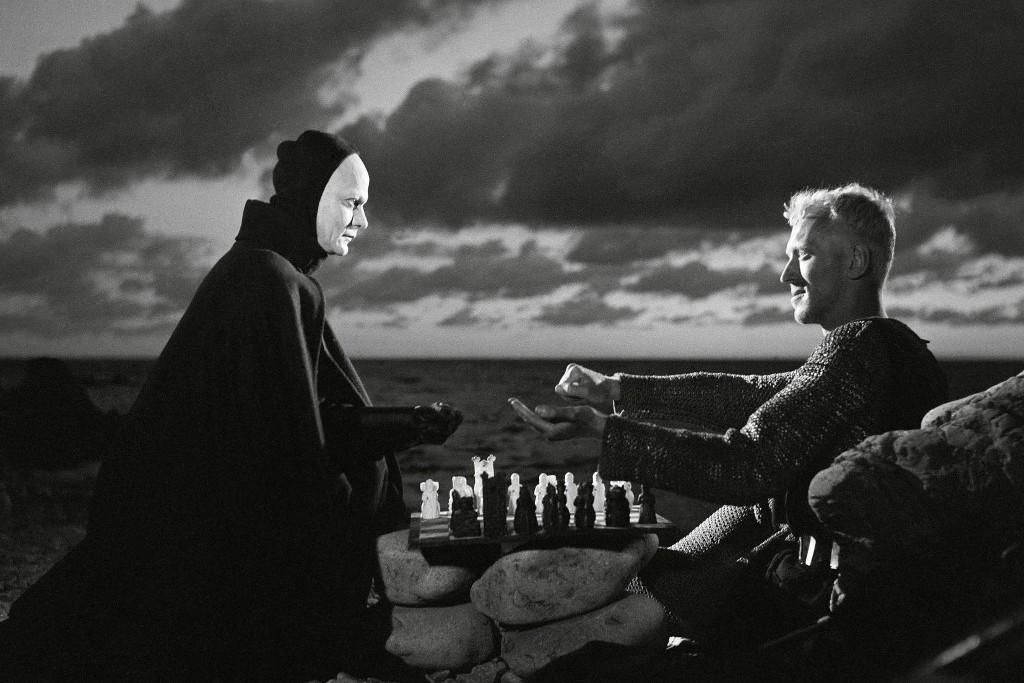 Egyik leghíresebb szerepe A hetedik pecsét című filmben volt, ahol a Halállal sakkozó lovagot alakította