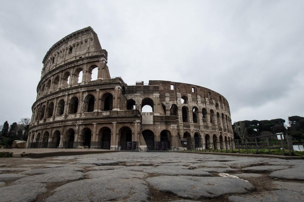 Róma vesz egy lélegzetet turisták nélkül, a Colosseumnál sincsenek nézelődő emberek