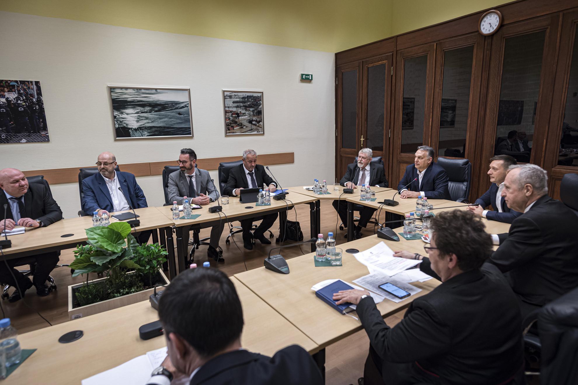 A Miniszterelnöki Sajtóiroda által közreadott képen Orbán Viktor miniszterelnök (b6) az operatív törzs ülésén a Belügyminisztériumban 2020. március 4-én