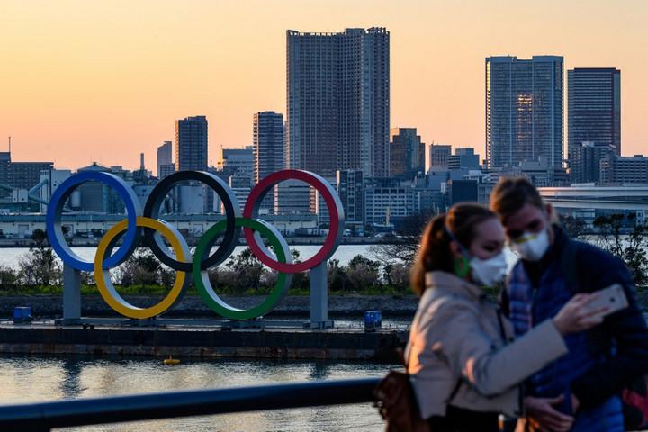 A japán miniszterelnök egyetért az olimpia egyéves halasztásával