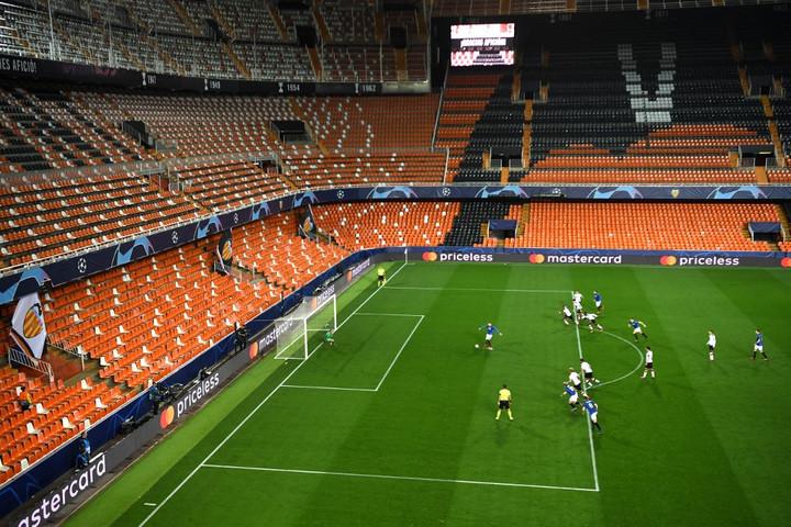 A futball-Eb-t is elhalaszthatják a koronavírus-járvány miatt