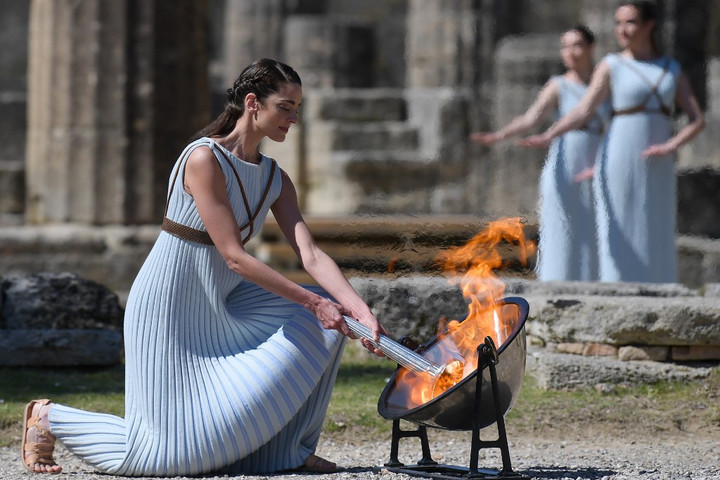 Meggyújtották a tokiói olimpia lángját Olümpiában