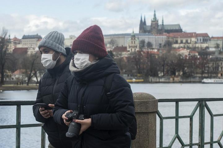 Prága nem tervezi a szájmaszkok kötelező használatának megszüntetését
