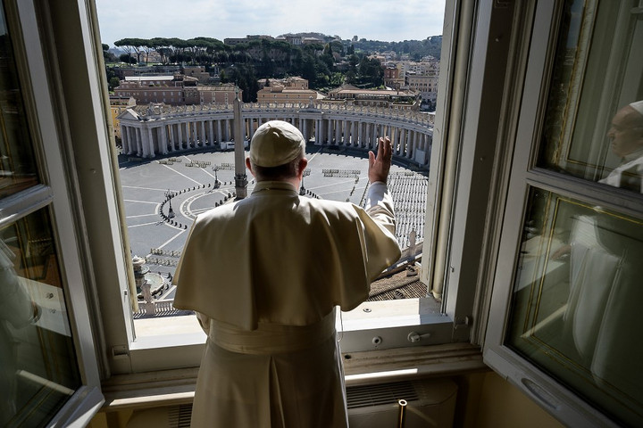 Teljesen üres volt a Szent Péter tér Ferenc pápa vasárnapi beszéde alatt