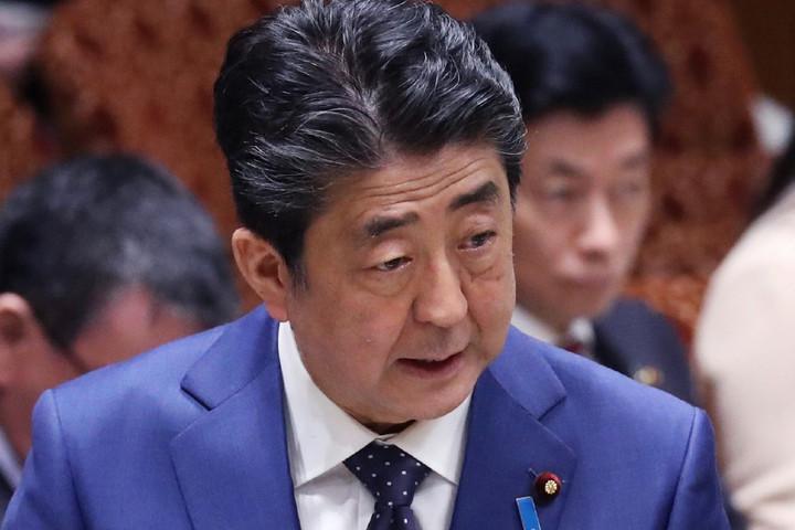 Bejelentette lemondását a japán miniszterelnök