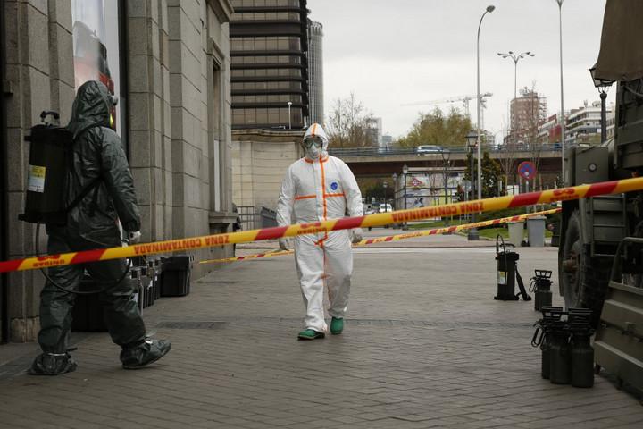 Egy nap alatt közel ötezerrel nőtt a fertőzöttek száma Spanyolországban