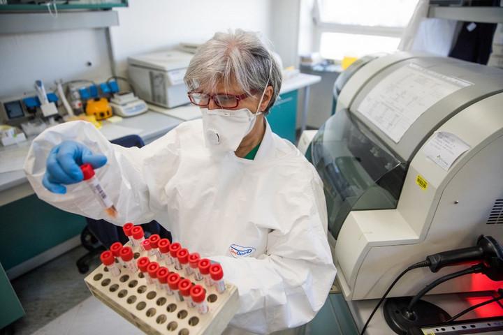 Már több mint százezren fertőződtek meg a koronavírussal világszerte