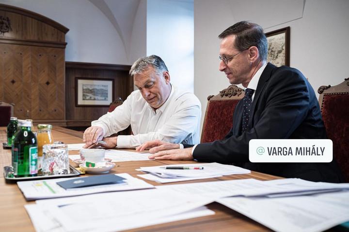 Orbán Viktor: Mind a 2020-as, mind a 2021-es költségvetést át kell alakítani