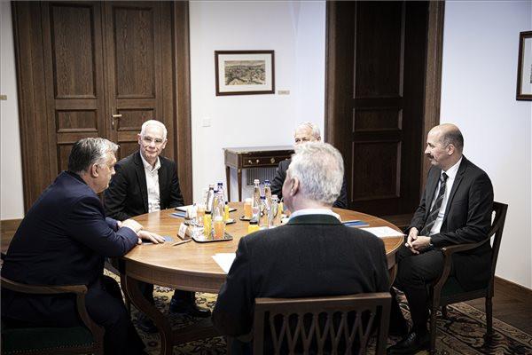 Orbán Viktor az evangélikus egyház vezetőivel egyeztetett