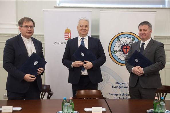 Átfogó megállapodást kötött a kormány és a Magyarországi Evangélikus Egyház