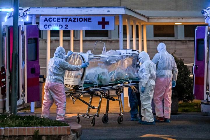 Orvosokat és ápolókat kér a világ országaitól Lombardia